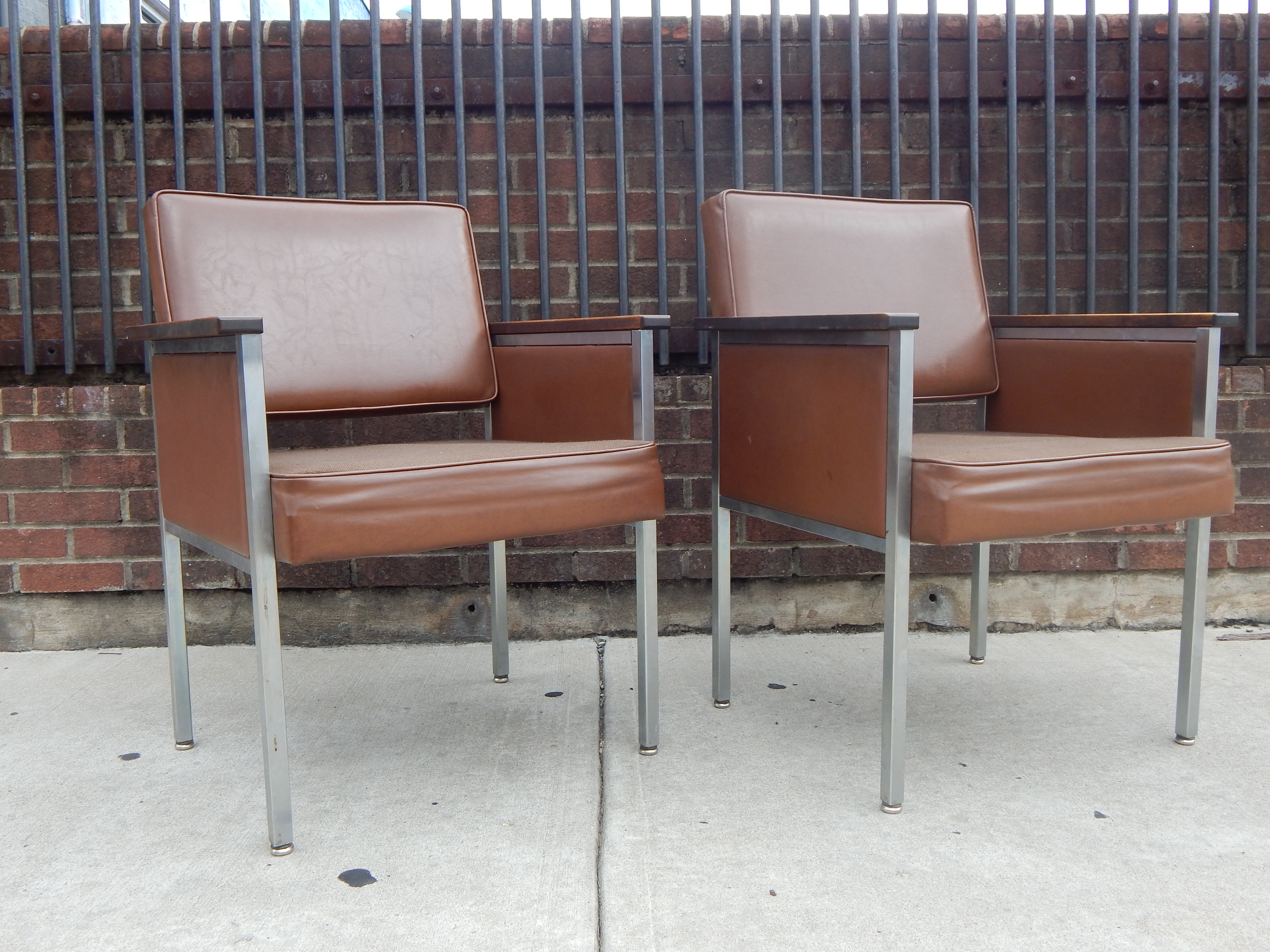 Pair of Vintage Mid Century fice Chairs In Brown by All Steel
